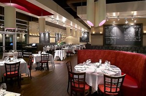 Rouge Boeuf Dining Area at the Boucherville location